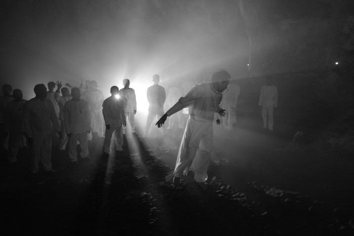 A Lullaby to the Sorrowful Mystery, Hele Sa Hiwagang Hapis, reż. Lav Diaz © Bradley Liew, press pack